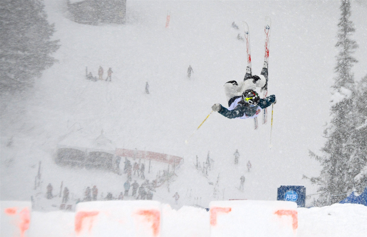 Mogul skiing competition