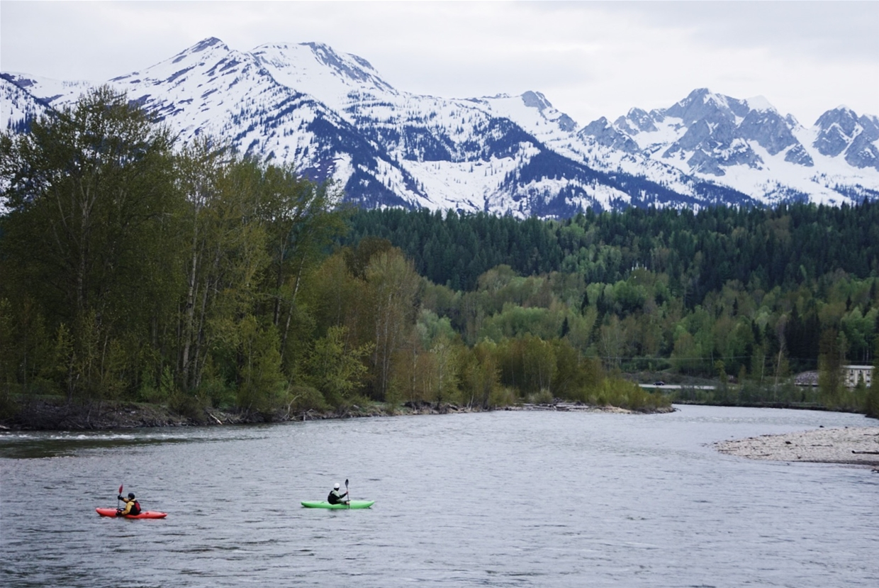 Early Spring kayaking down the Elk River