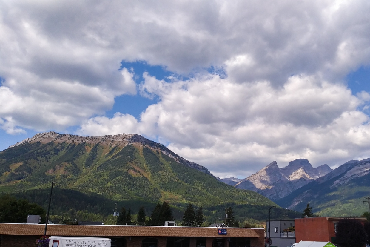 Fernie sky at 4pm on September 1st, 2018 - Looking NW