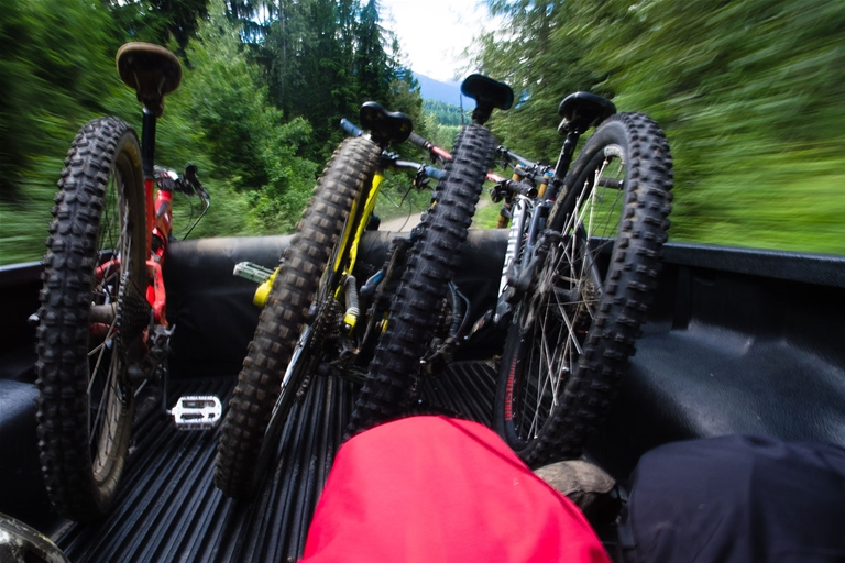 Mountain bike shuttling to Dirt Diggler Trail in Fernie