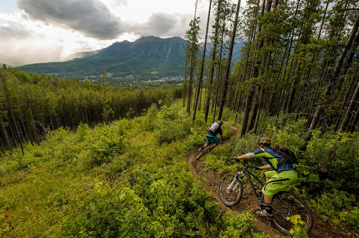 Riding Hyper Extension trail in Fernie