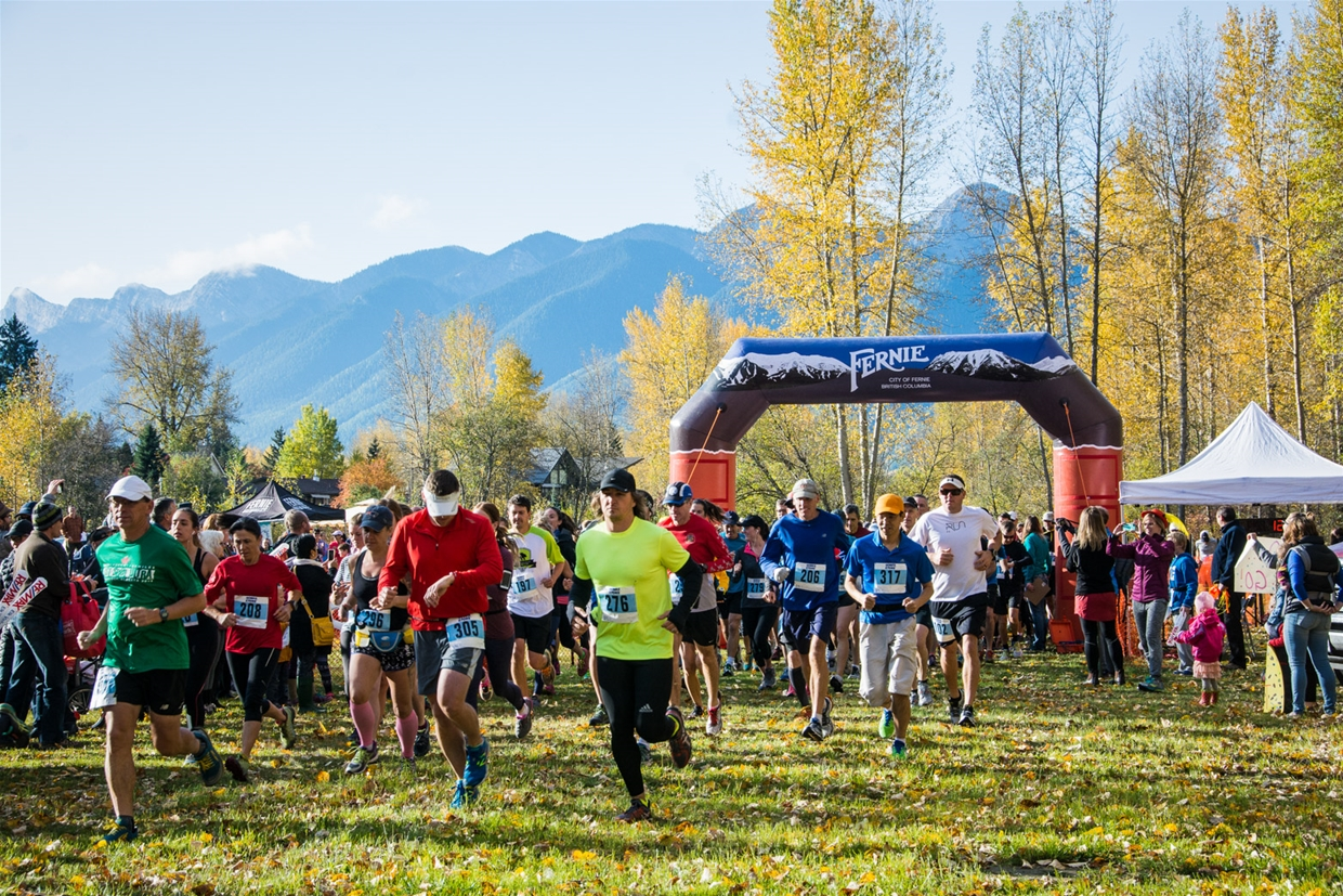 A packed starting line for the Fernie Half Marathon