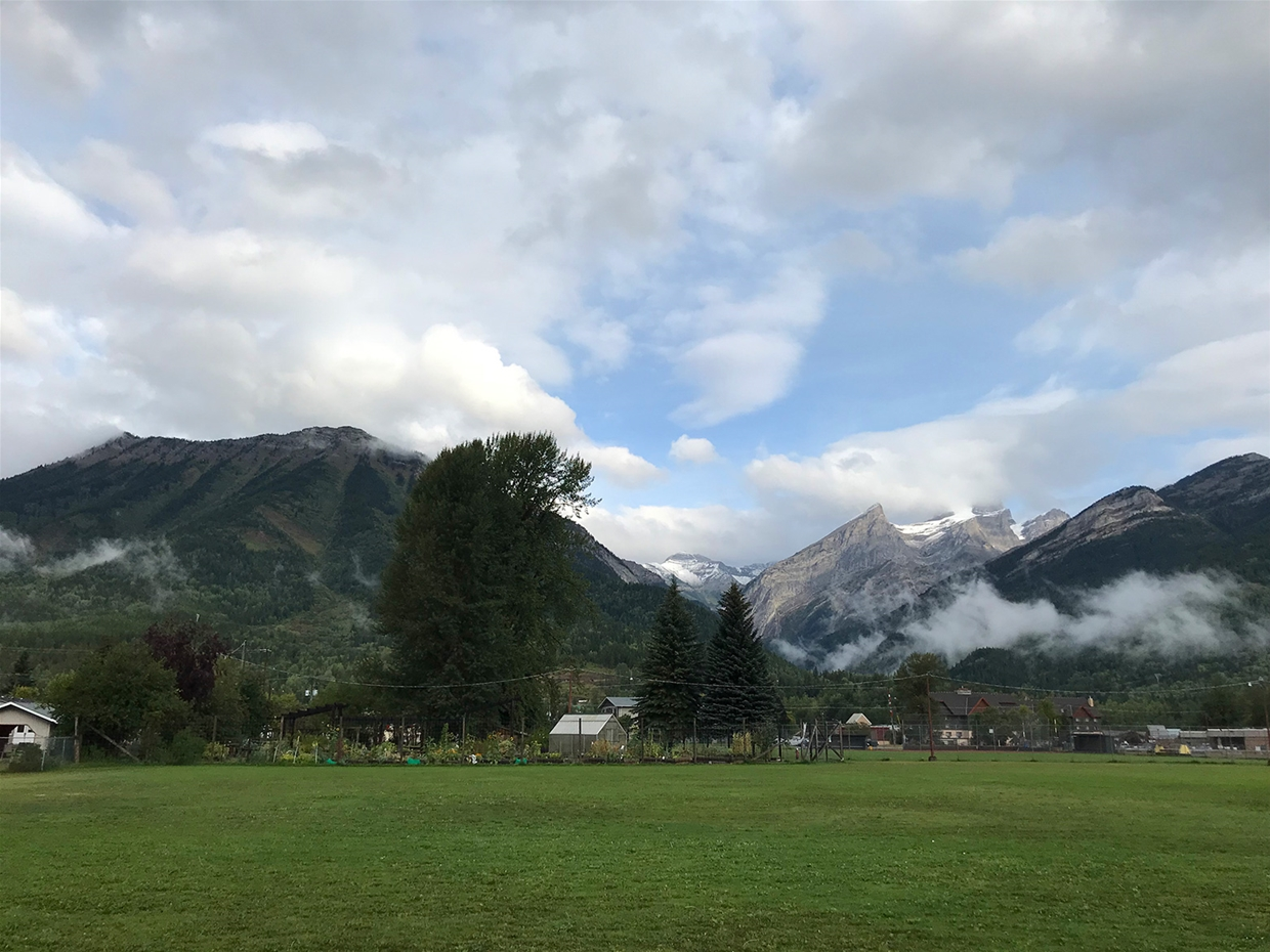 Fernie sky at 9:00am on Monday August 27, 2018 - Looking North