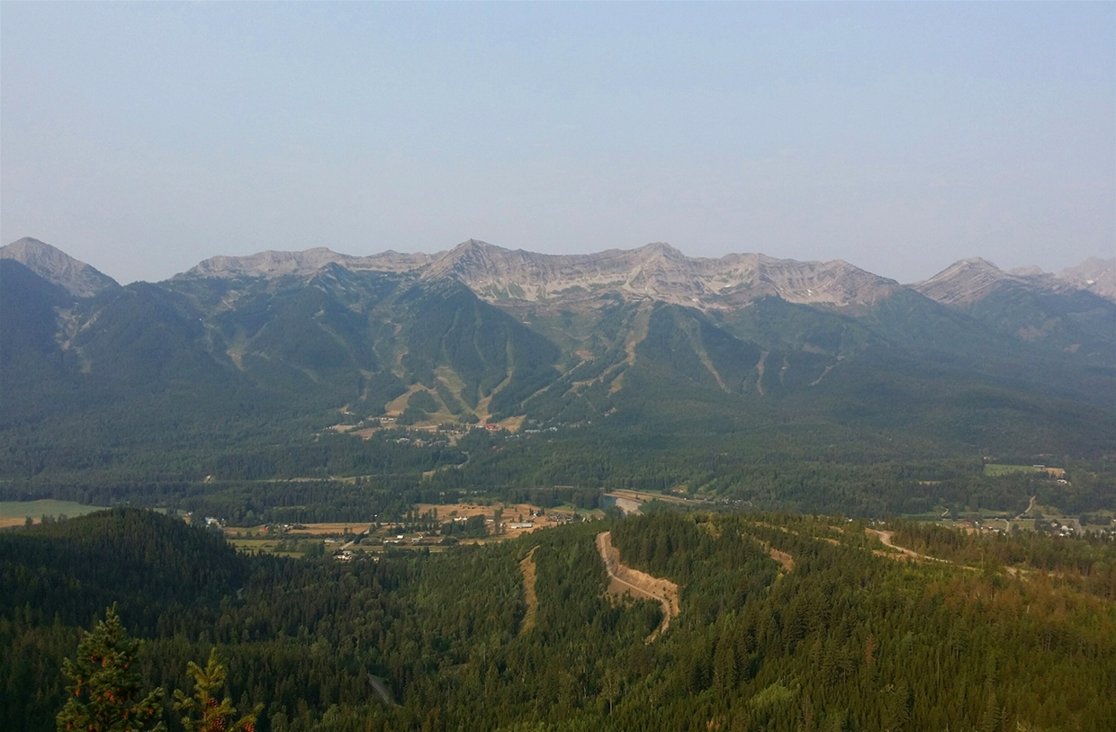 Fernie sky 9am Aug 12th - Looking SW from Castle Mtn