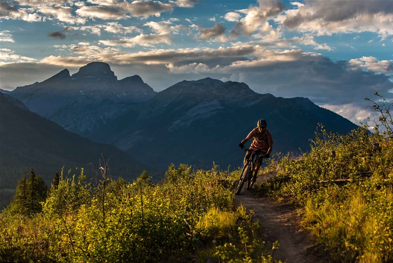 Mountain biking on Castle Mountain Trails in Fernie