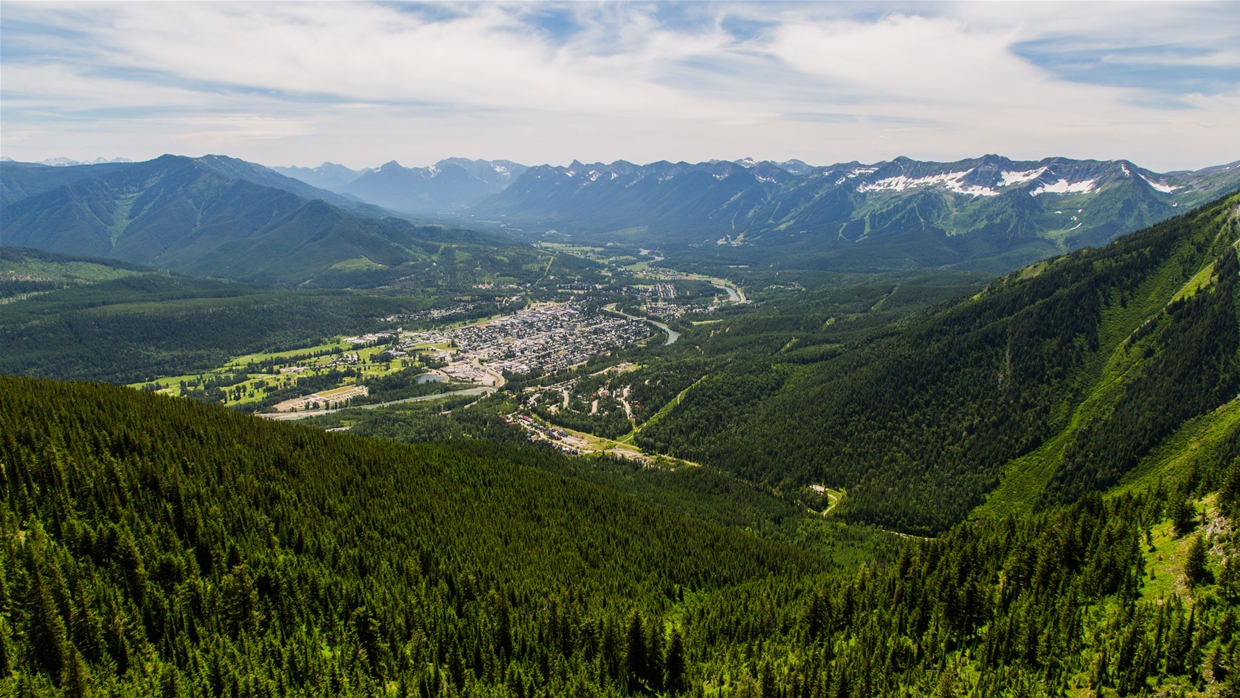Fernie nestled in the mountains