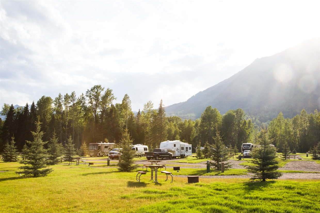 Fernie RV Resort - Spacious Pull-in area