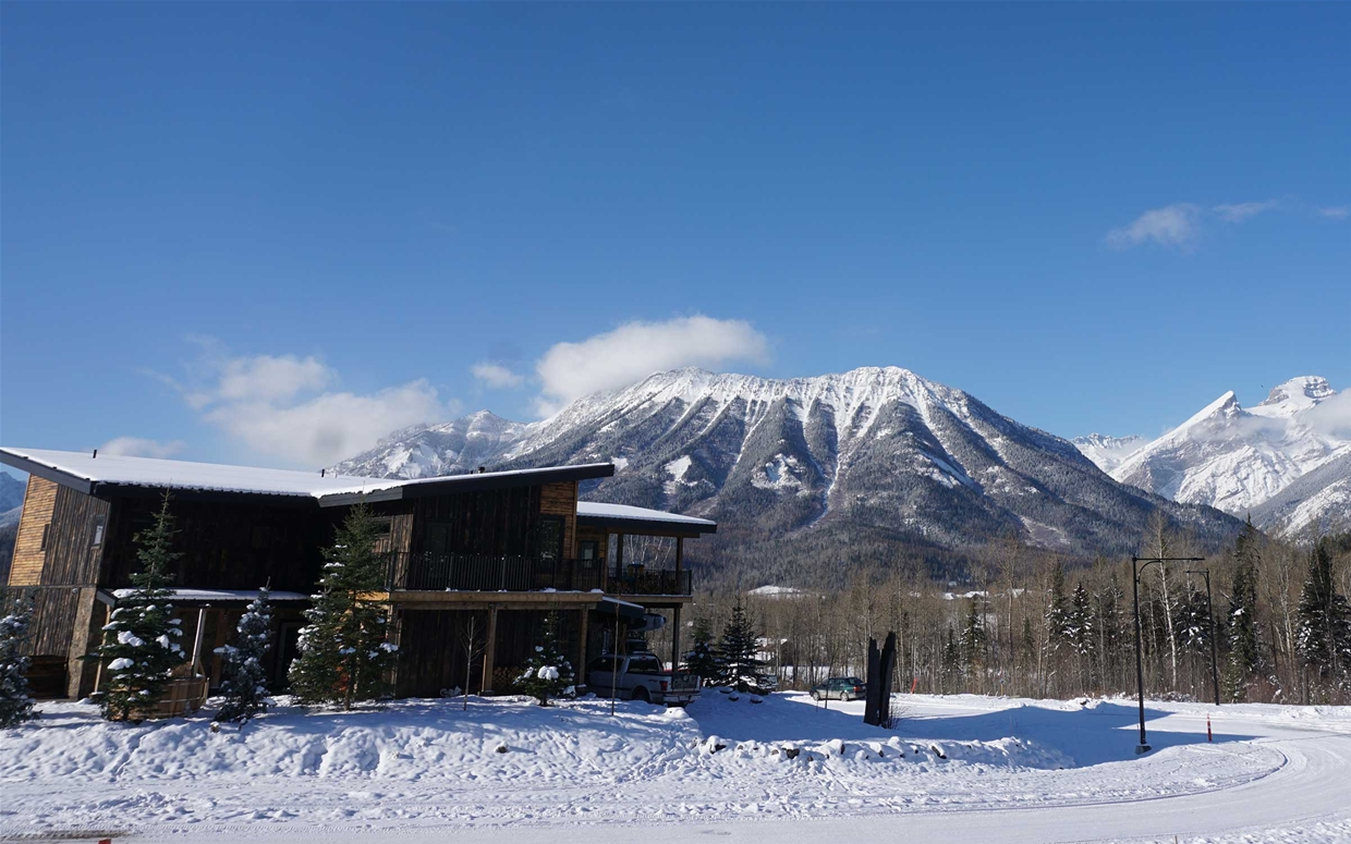 View of Blackstone B&B in winter - Mt Fernie, Three Sisters mtns in background
