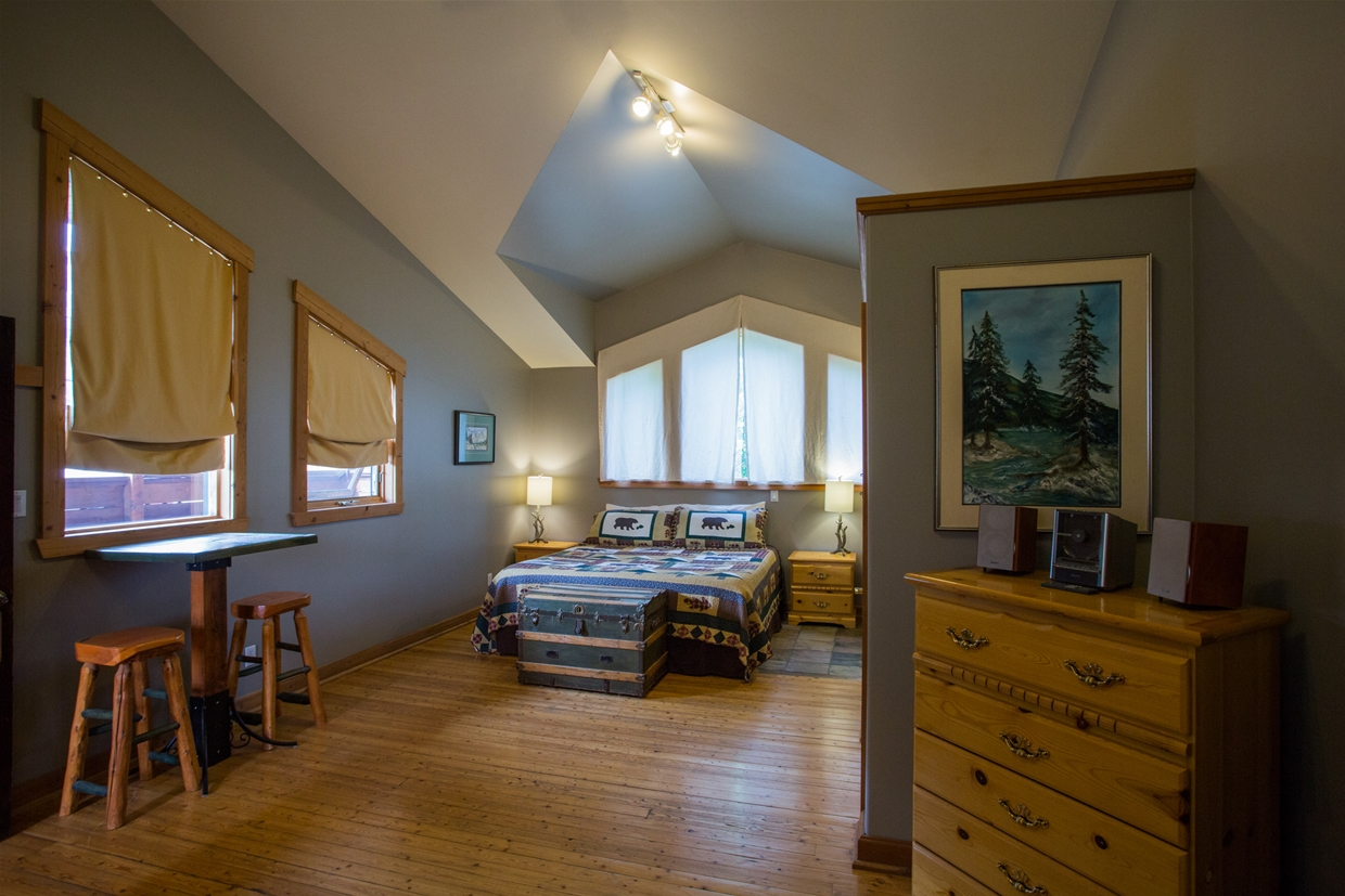 Master Suite at Tightlines Lodge