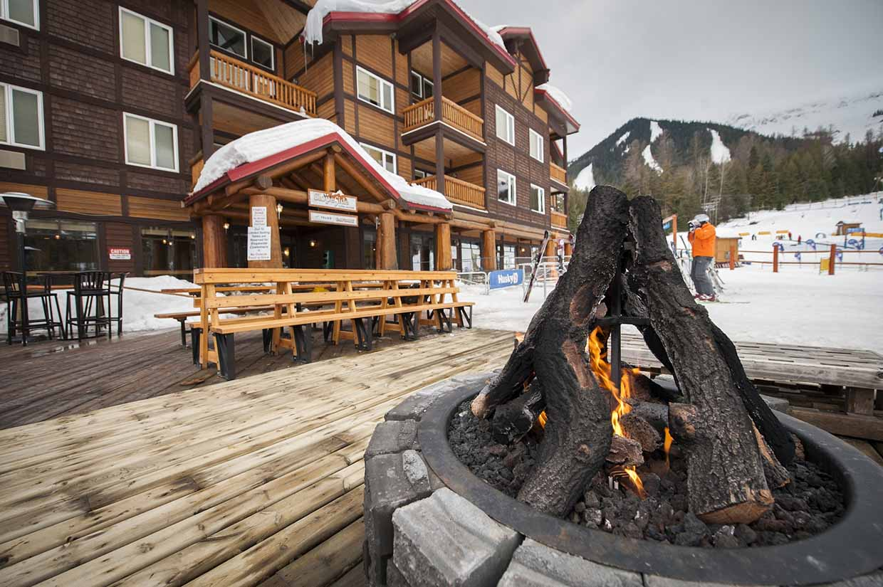 Enjoy the outdoor firepit at the Slopeside Cafe