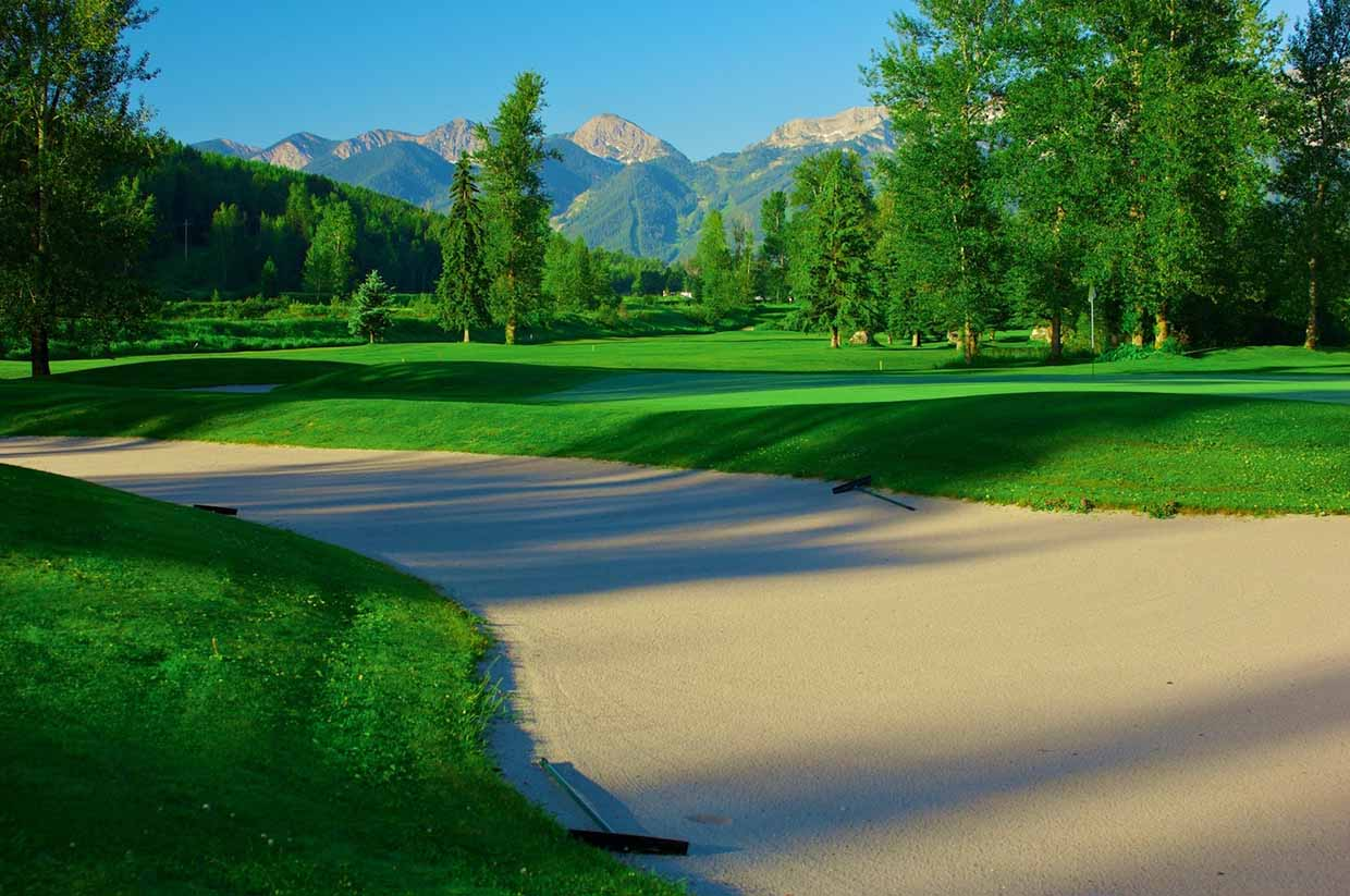 Luscious greens, silica sand bunkers, and varied terrain