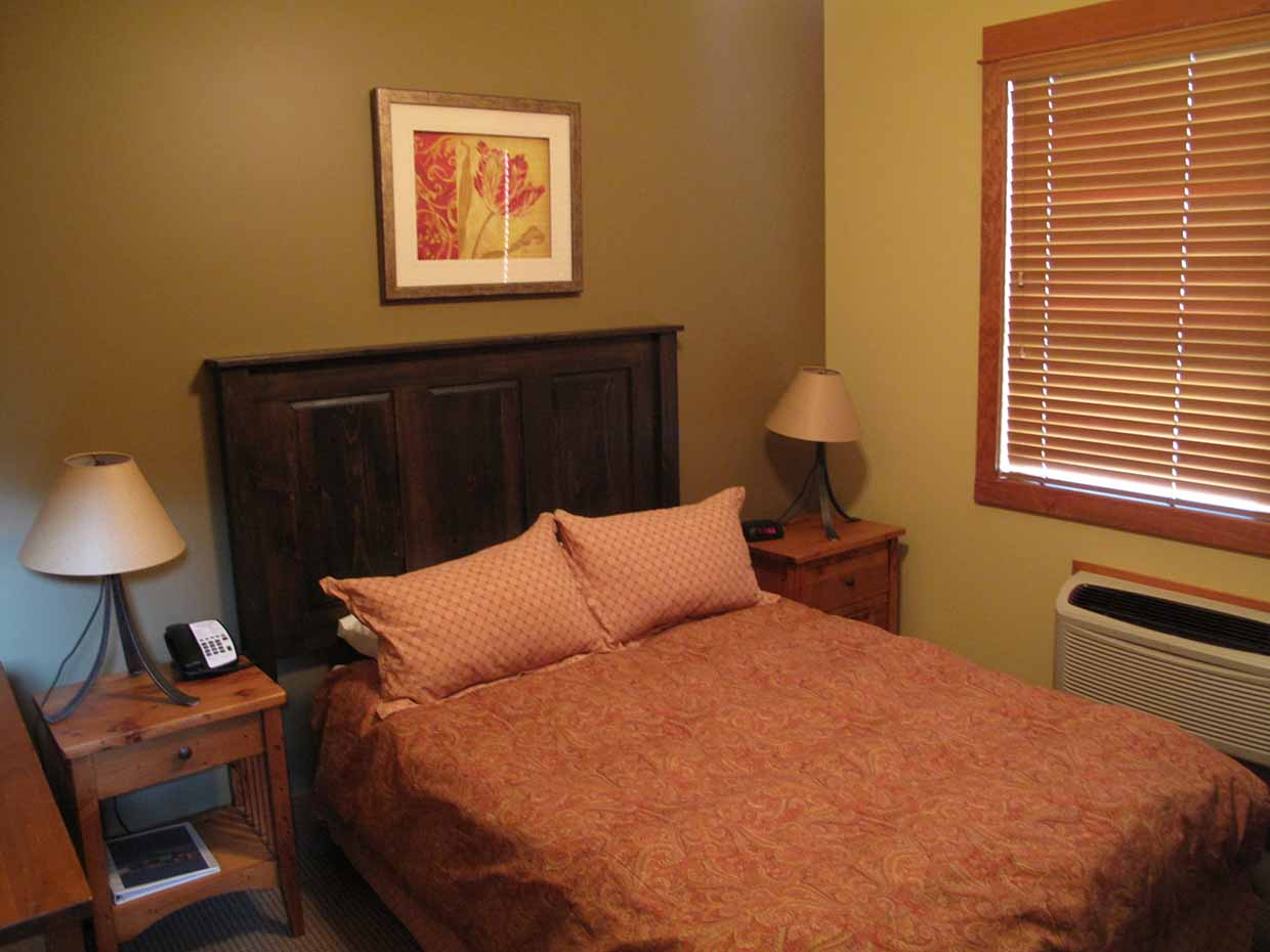 Timberline Lodge - Bedroom interior