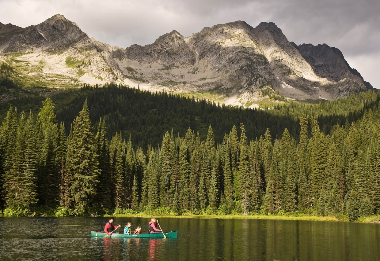 2011 National Geographic Stay List Canoeing At Island Lake Lodge