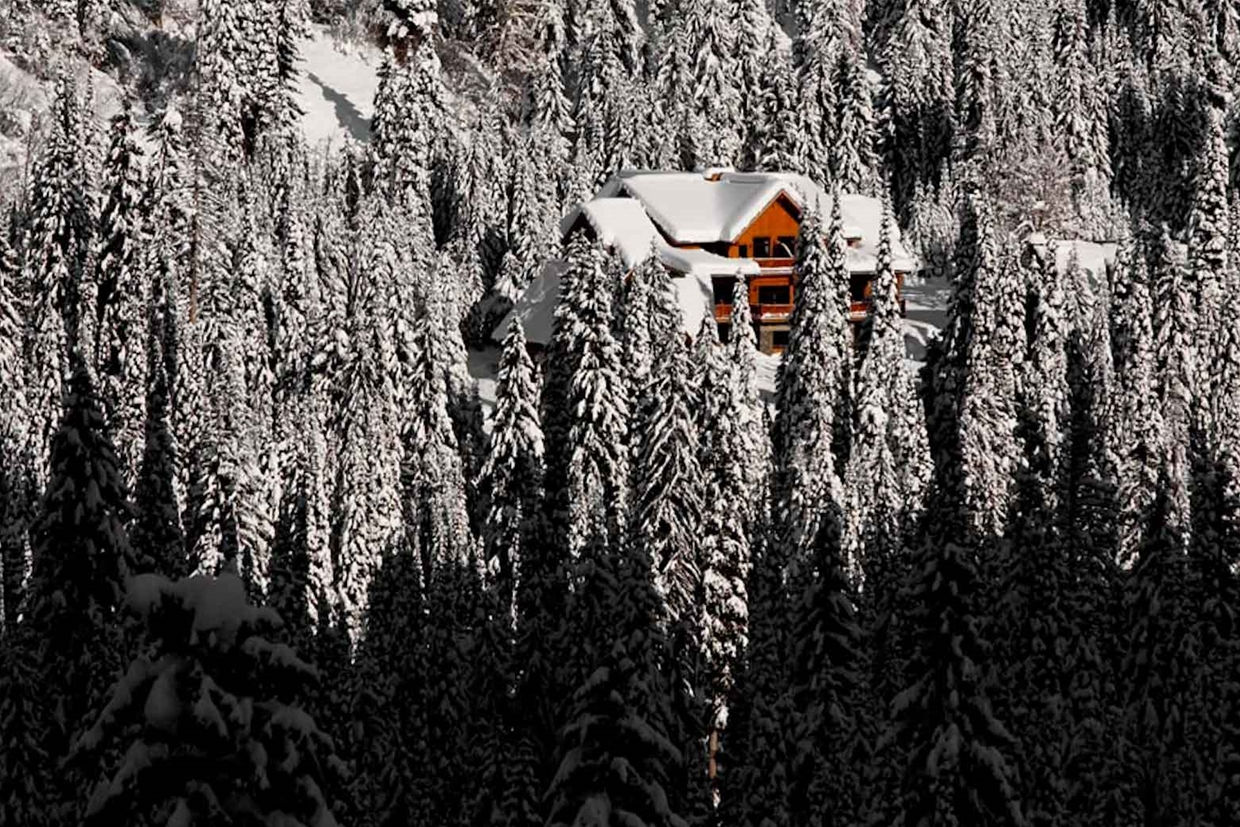 Island Lake Lodge in Winter