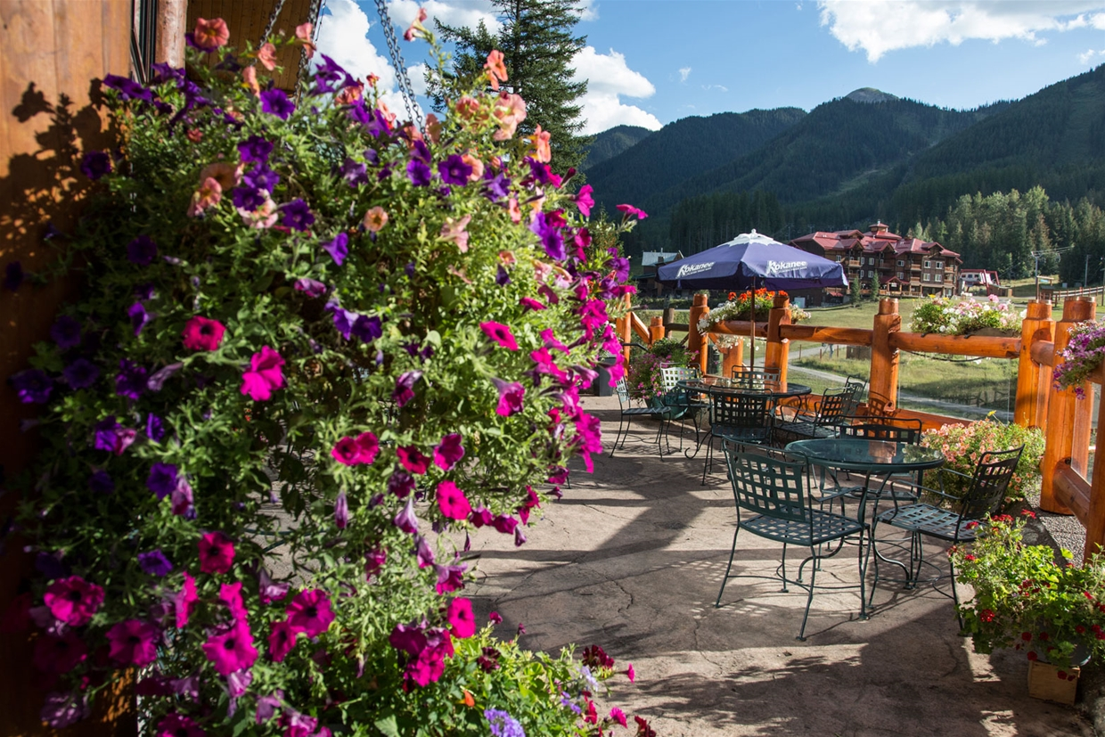 Lizard Creek Lodge Patio