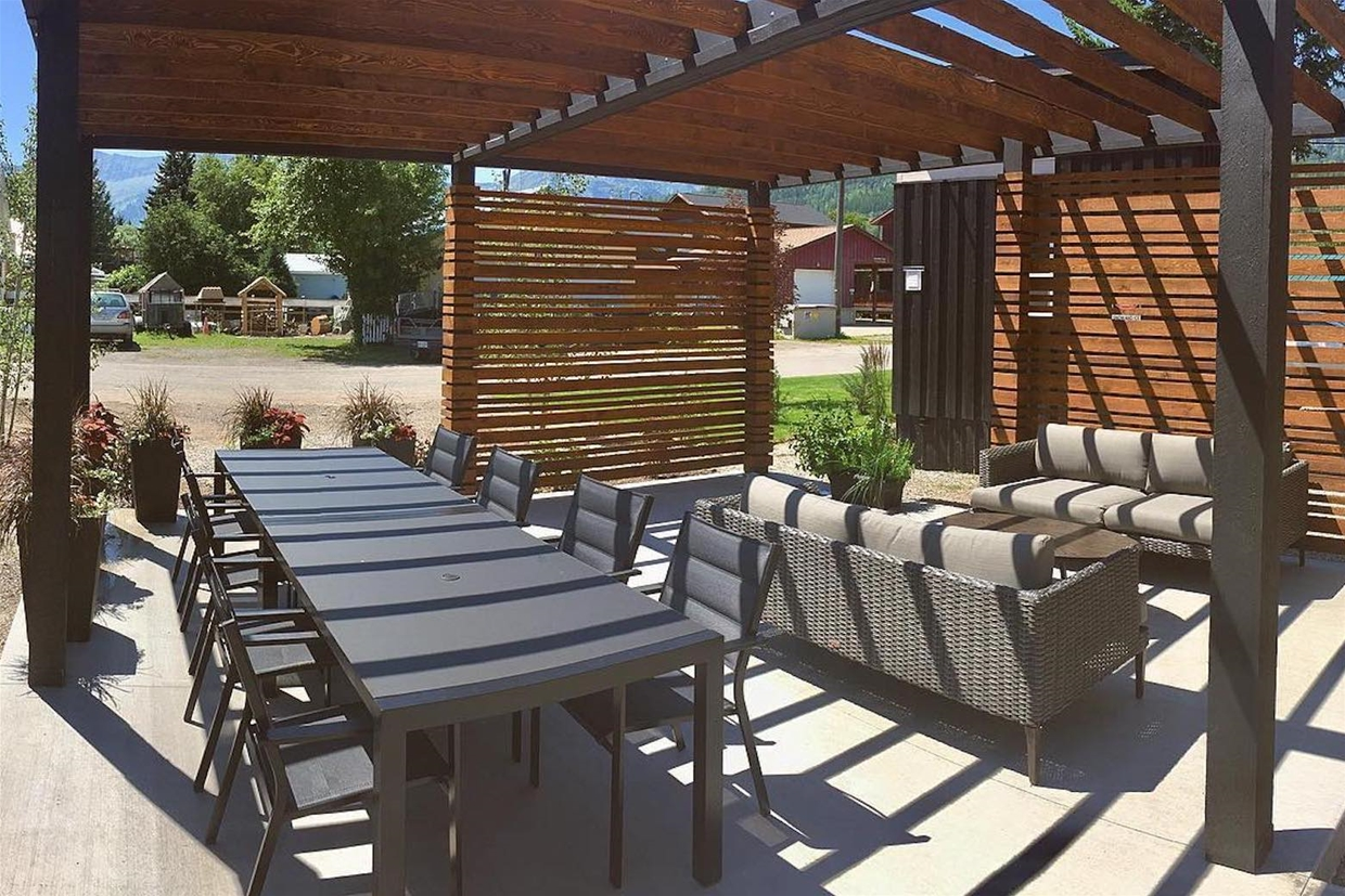 Tiny Pergola - enjoy with friends and family!