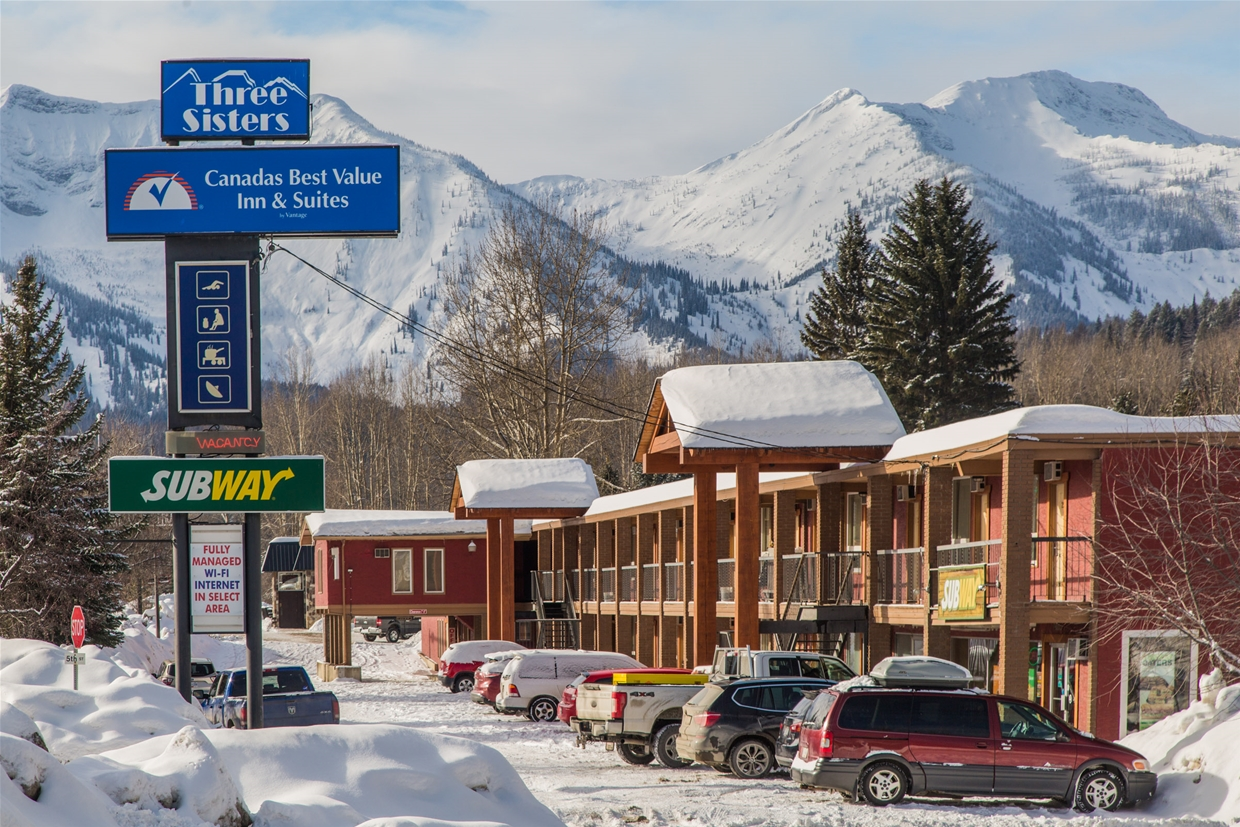 Canada's Best Value Inn - Right Off Highway 3